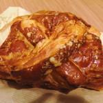 パンジャ - 牛ほほ肉の赤ワイン煮のデニッシュ