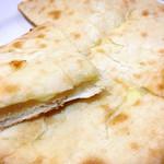 ニューサラティー - チーズ好きも大満足なナン!チーズたっぷり(^^)