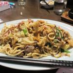 博多荘 - 博多皿うどん!博多では『皿うどん』と言えば、汁なしチャンポンみたいなものが指すことが多いです。