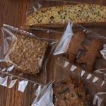 Bitte - 料理写真:レジ横にある焼き菓子を購入