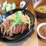 焼鳥 焼牛 健 - 牧草牛ランプステーキランチ150g 1,000円。ヒレ肉も選べます。
