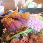 焼鳥 焼牛 健 - 特製のおろし醤油ダレで頂きます。 うん、柔らかくて美味しいです。