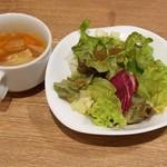 66375297 - セットのサラダとスープ