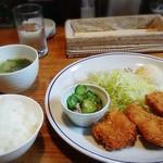 豊文堂書店 喫茶部 ラルゴ - この日の日替わり定食880円はヒレカツ定食でした