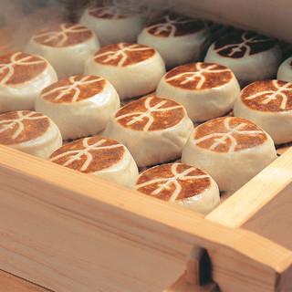 繊細な麹と対話できる菓子職人だけが作れる逸品、本ノ字饅頭