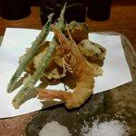 66382280 - 天ぷら(海老・真鯛・ハマチ&大葉等)7種盛