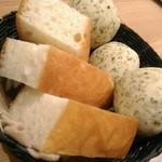 66382310 - 【2017/5】この日のパン食べ放題はこちら二種