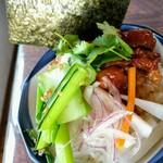 WAIWAI アジアのごはんやさん - アドボ小丼 てりてりお肉がおいしそう