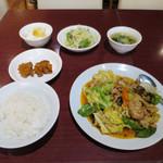 陳家私菜 - 回鍋肉 800円 ※日替りスープ、ライス、杏仁豆腐、鶏唐揚げ2個まで無料サービス