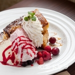 カフェモルフォ - 幸せな気分が楽しめる味 『フレンチトースト2種 アイス添え』
