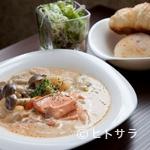 カフェモルフォ - サーモンと鶏肉のクリームシチュー