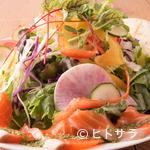 サラダレストラン Mr.&Mrs.GREEN - 九州全土から新鮮な旬の野菜を仕入れて具だくさんのサラダに