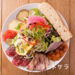 サラダレストラン Mr.&Mrs.GREEN - 3種類の肉が盛りだくさんの『ごちそうサラダ』