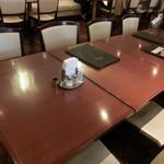 ランドマーク - 店内テーブル席
