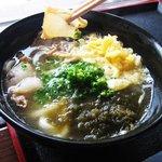 ジャムネシア 食堂 - 鰹と昆布の出汁香る。揚げホルモン(油カス)と もちもち うどんが旨い!大阪河内の名物油かすうどん。