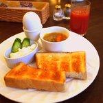 ヘクセンハウス - 料理写真:お昼でも食べられるモーニングセット 580円