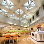 レストラン ロレーヌ - ホテルならではの広い空間を最大限まで生かしたフロア
