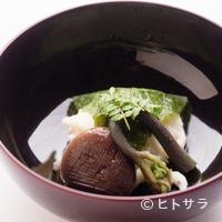 花お - 風味豊かな白魚の真丈を桜の葉で包んだ『煮物椀』