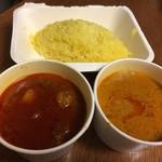 66394298 - ビンダルーポークカレー と 地場野菜のカレー