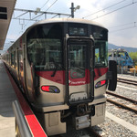 66394822 - あき亀山駅停車中の227系電車