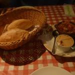 66397819 - パンとサルサとローズヒップバター