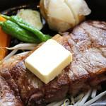 ヒカリ珈琲 - 鉄板牛ロースステーキ ご飯つき