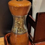 うなぎと麦酒のまんまる - いつもの自分で摺る山椒。