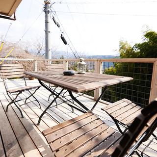 吉野山系を一望できる心地良いテラス席
