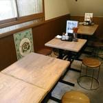肉汁餃子製作所ダンダダン酒場 - すっきりとした良い店内。キンミヤあり。