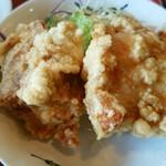 からし屋 - 鶏唐揚げ、ジューシーで大きなのが二個