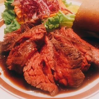 自慢の肉料理