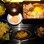粋和食 つくし - つくし特製国産ローストビーフ重1290円(税別)