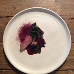 ビストロ ロジウラ - 合鴨のロースト 椎茸 ビーツ 赤ワインソース