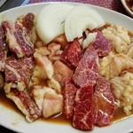 焼肉亀家 - 左から、ハラミ、アカセン、カルビ、テッチャン