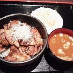 66429859 - 豚丼(並)850円(税込)