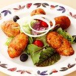マカオ料理&アジアン居酒屋 ラザロ - バカリャウ・コロッケです!(マカオでも愛されている干し鱈を使った人気のコロッケです)