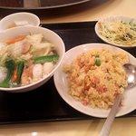 Manshinsaikan - 海鮮麺と五目チャーハン(2017.4)