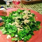 サル バリ - パクチーサラダ、臭さ~( ˆ﹀ˆ٥)