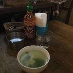 味かね食堂 - 卓上&スープ