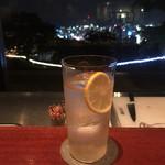 シロヤマホテル カゴシマ ザ ラウンジ カサブランカ - ボストンクーラーと鹿児島の夜景