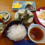 田田 - ◆天ぷら定食・・天ぷら・鯖の塩焼き・ほうれん草の胡麻醤油和え・ご飯・お味噌汁・香の物・グレープフルーツなどのセット。