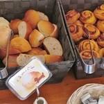 クロスロード - 食べ放題の4種のパン