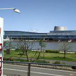 田中屋本店 - イートインコーナーからの眺め