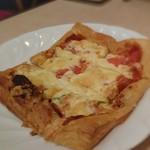 フツロ - 料理写真:折り込みパイ生地ピザ