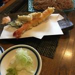 森の麻布 - お昼のコースのお蕎麦(桜そば)と特海老天、季節の野菜天