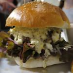 エロうま野菜と肉バル カンビーフ - 特製ビーフバーガー