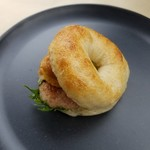 Jimamaya bakery - 料理写真:「ポークタマゴベーグル」350円税抜