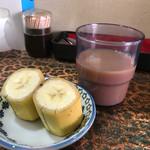ロッダグループ - 食後の午後の紅茶ロイヤルミルクティー(っぽい味のチャイ)とバナナ