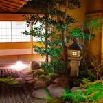 札幌かに家 - 平成7年度京都市都市景観賞(建築部門)受賞。店内は京町屋風で趣のある造りとなっております。
