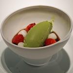 エクアトゥール - デザート ② 和三盆のパンナコッタと抹茶のアイスクリーム 白玉と苺
